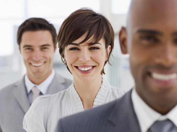 3_Smiling_Business_People_251161127_std