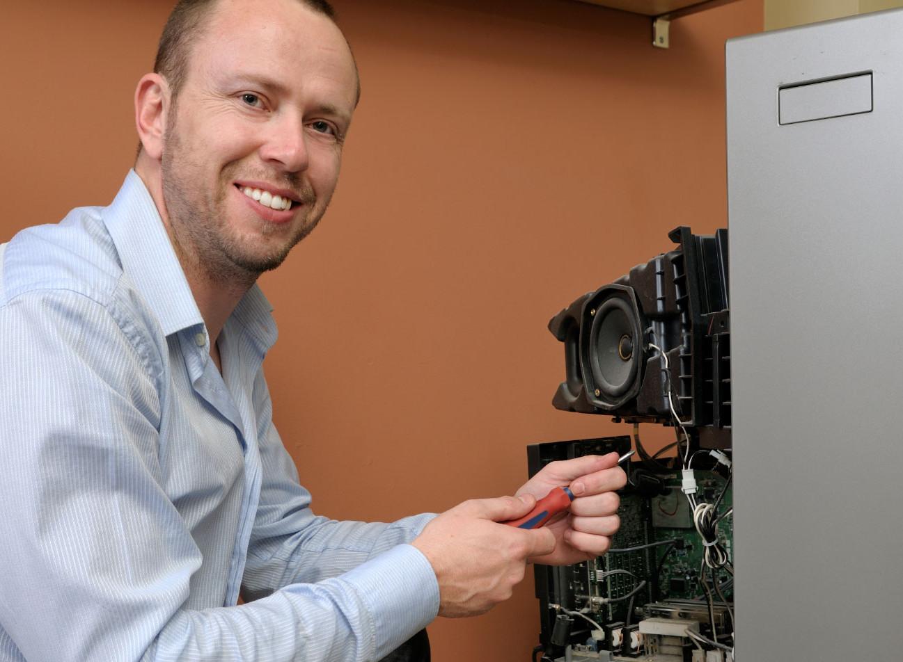Electronic-Technician-Repair